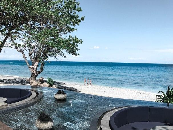"""alt=""""blue ocean in lombok"""""""
